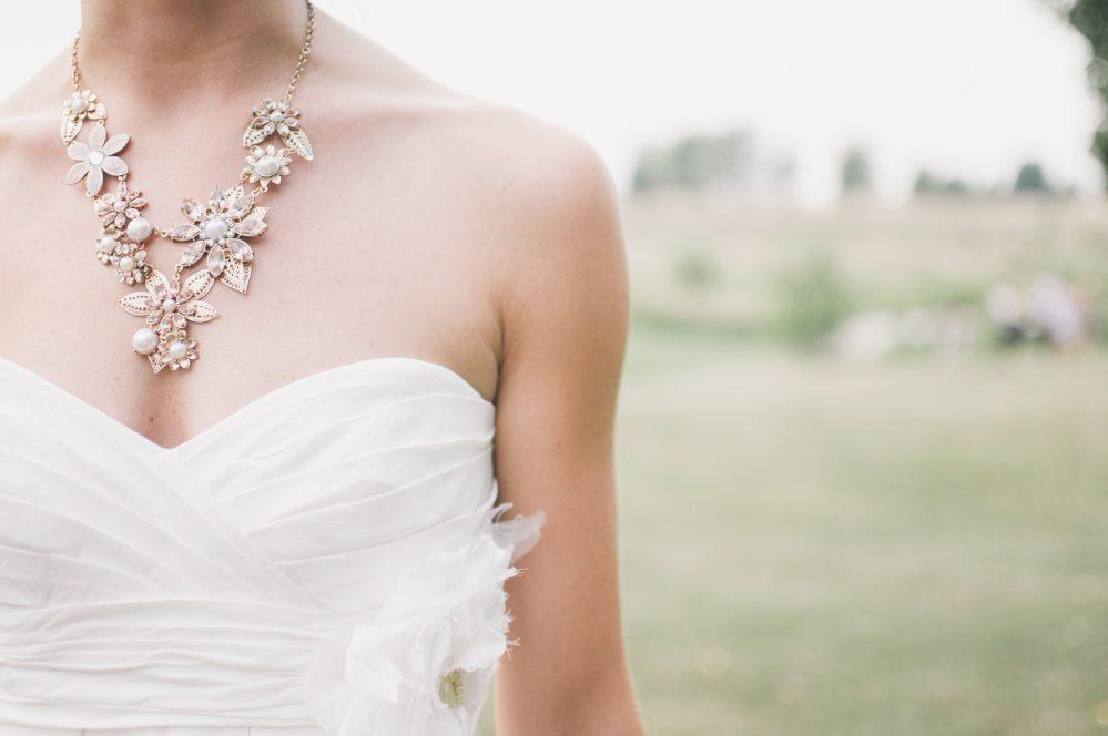 dress-necklace-person-66354