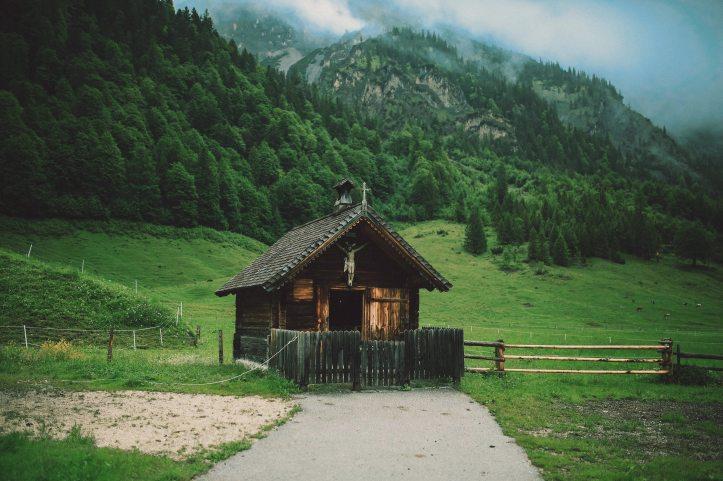 agriculture-barn-cabin-463734.jpg