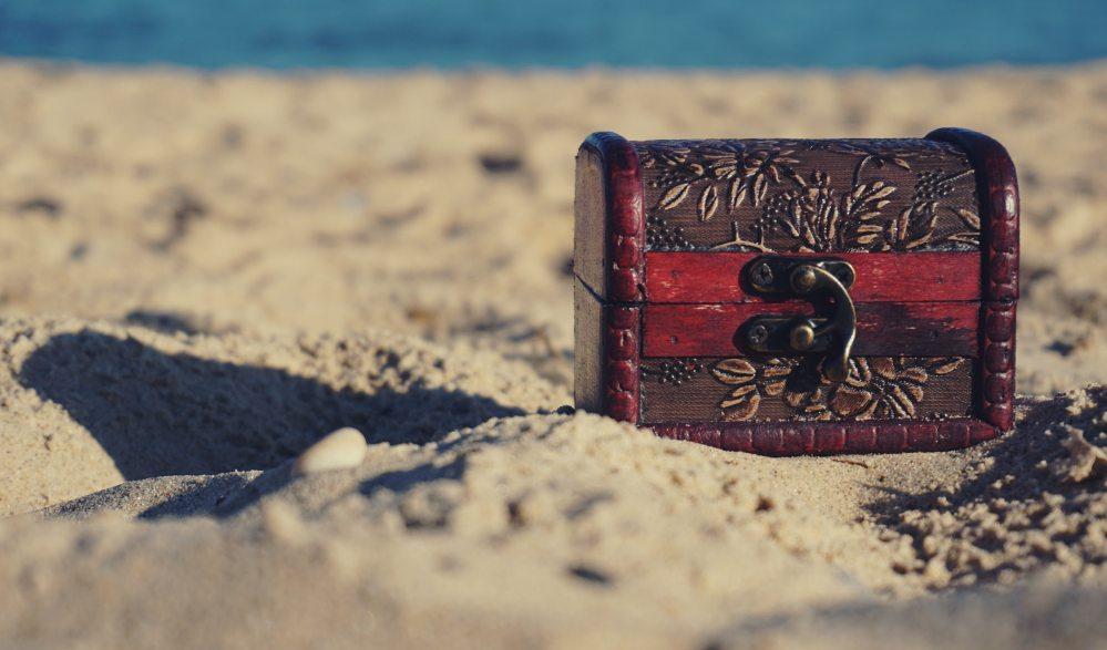 beach-chest-desert-1252907